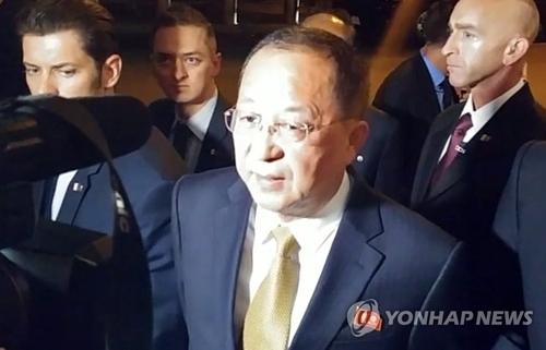 当地时间9月21日,在纽约,朝鲜外务相李勇浩回答记者提问。(韩联社)