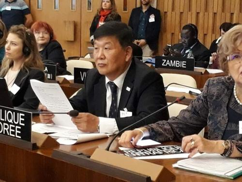 韩国文化体育观光部第二次官(副部长)卢泰刚(中间)出席联合国教科文组织《反对在体育运动中使用兴奋剂国际公约》缔约方大会(韩联社/韩国文化体育观光部提供)