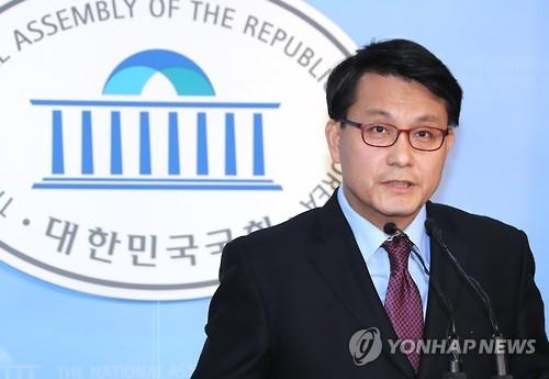 资料图片:韩国国会外交统一委员会议员尹相现(韩联社)