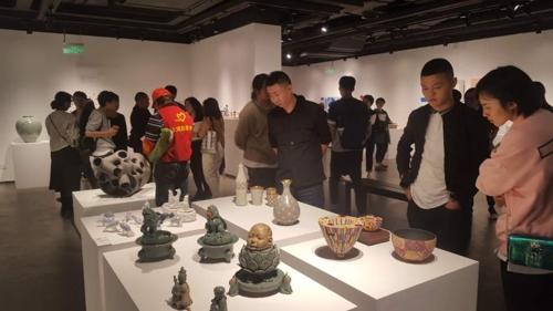 图为在中国杭州举行的韩国陶瓷特别展览会现场照。(韩联社/韩国陶瓷财团提供)