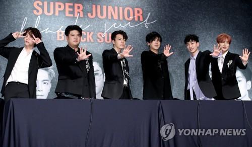 11月6日,男团Super Junior在首尔格蓝德洲际酒店举行第8张正规专辑《Play》记者招待会。(韩联社)