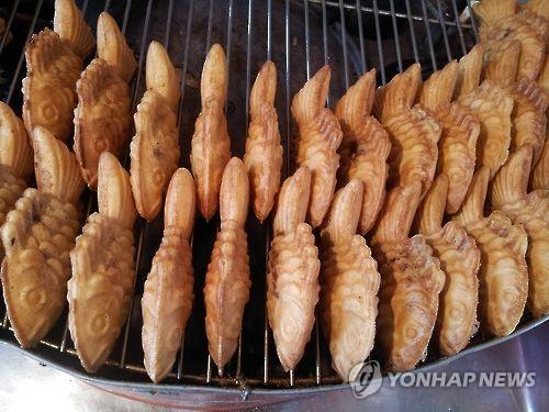 资料图片:韩式小鱼饼(韩联社)