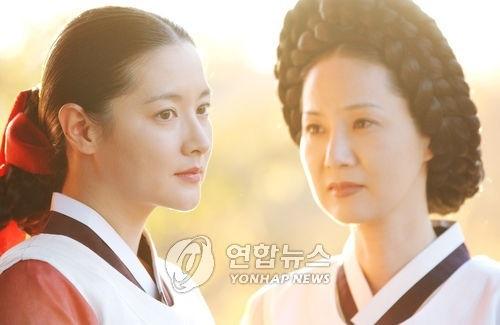 韩剧《大长今》剧照,左为李英爱(MBC提供)