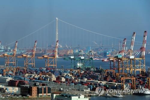 资料图片:位于韩国全罗南道光阳市的集装箱码头(韩联社)