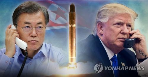 资料图片:韩国总统文在寅(左)和美国总统特朗普 (韩联社)
