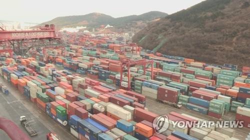 资料图片:韩国集装箱码头(韩联社TV)