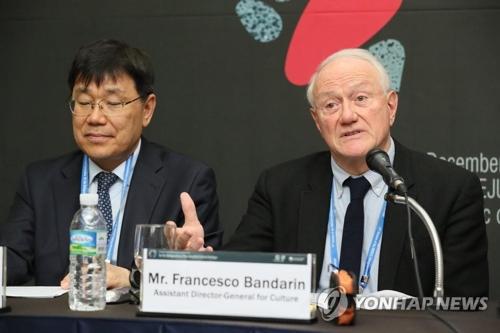12月4日下午,在济州国际会展中心,联合国教科文组织文化助理总干事弗朗西斯科・班德林出席第12届联合国教科文组织非物质文化遗产政府间委员会会议联合记者会并发言。(韩联社)