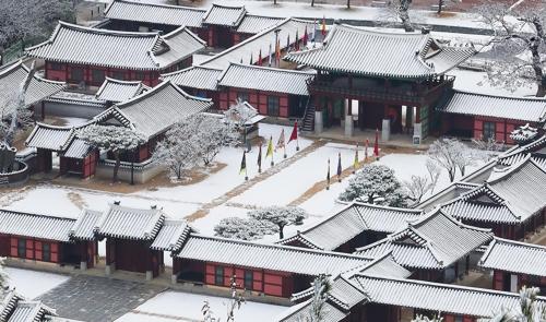 银装素裹的华城行宫(韩联社记者成演在摄)