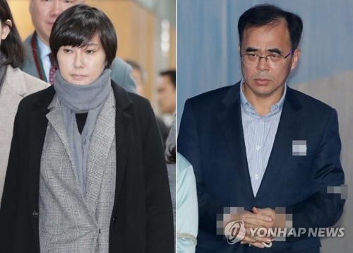 12月6日下午,在首尔中央地方法院,崔顺实外甥女张某(左)和前文化体育观光部第二次官金钟出庭。(韩联社)