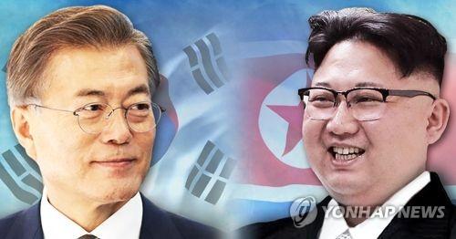 资料图片:韩国总统文在寅(左)和劳动党委员长金正恩(韩联社)