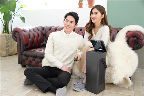 LG电子推出的新品4K超高清投影仪(韩联社/LG电子提供)