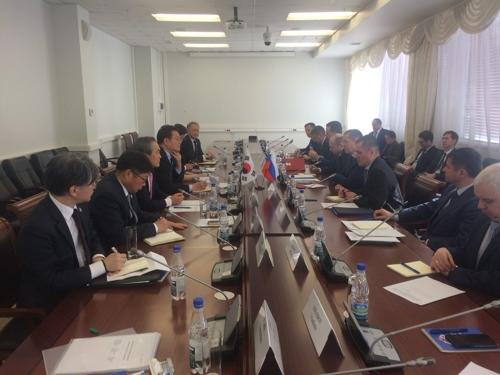 北方经济合作委员会相关负责人与俄罗斯相关人士进行会晤。(韩联社/北方委提供)