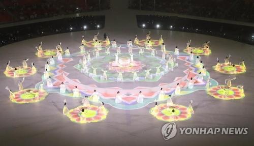 3月9日,在平昌奥林匹克体育场举行的2018平昌冬残奥会开幕式上,正在举行国乐演出。(韩联社)