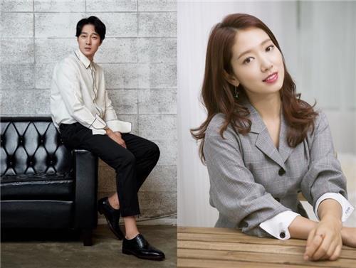 演员苏志燮(左)和朴信惠(韩联社/各经纪公司提供)