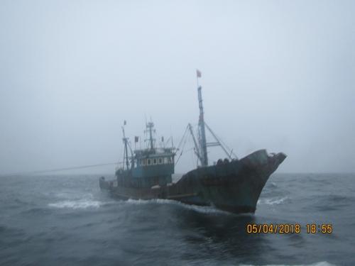 侵犯韩国专属经济区的中国渔船(韩联社/韩国西海渔业管理团)