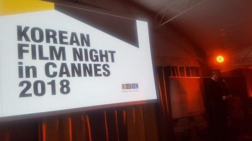 """当地时间5月13日,""""韩国电影之夜""""活动在戛纳电影节期间举行。(韩联社)"""