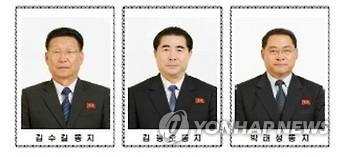左为朝鲜平壤市委委员长金秀吉,左二为朝鲜平安北道劳动党委员会委员长金能五。图片仅限韩国国内使用,严禁转载复制。(韩联社/朝中社)