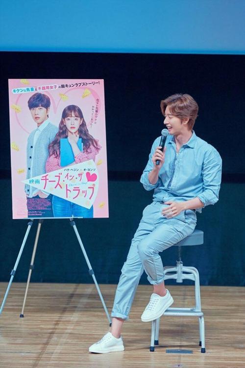 朴海镇在《奶酪陷阱》日本宣传活动上回答记者提问。(Mountain Movement提供)