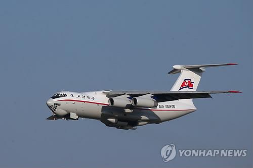6月20日,在北京,高丽航空伊留申-76型货机从首都国际机场起飞。当天金正恩结束访华之旅。(韩联社)