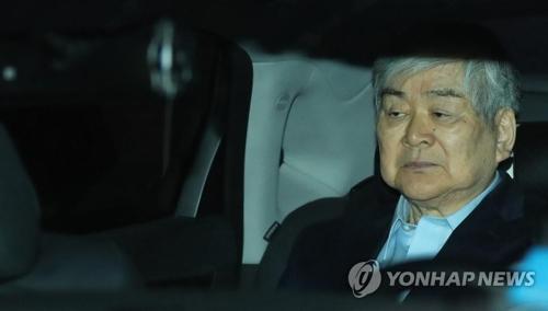 6月29日,赵亮镐在接受检方讯问后乘车归家。(韩联社)