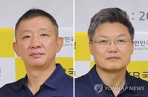 韩国国家队男女篮主教练许栽(左)和李文圭(韩联社/韩国篮协提供)