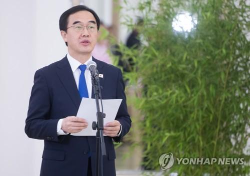 7月3日,在平壤,率团参加韩朝统一篮球赛的韩国统一部长官赵明均在欢迎晚宴上致辞。(韩联社/共同摄影团)