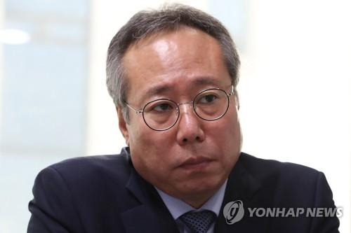 资料图片:电影振兴委委员长吴�]根(韩联社)