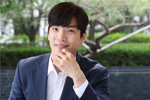 郑��薰接受韩联社记者专访。(韩联社)