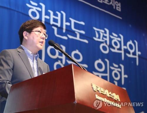 民族和解合作泛国民协商会议常任议长金弘杰(韩联社)