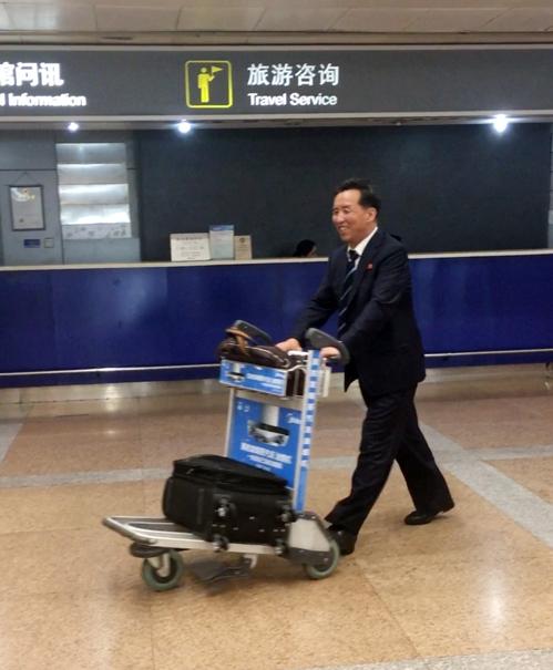 7月23日,朝鲜国际部副部长柳明鲜抵达北京首都国际机场。(韩联社)