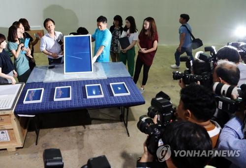 8月8日,光州双年展首批抵达展馆的参展作品对外公开。(韩联社)