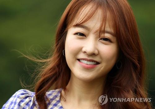 8月9日,在首尔钟路区一家咖啡厅,朴宝英接受韩联社专访。(韩联社)