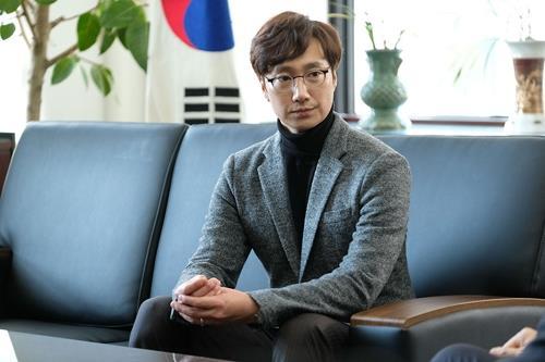 新片《上流社会》朴海日剧照