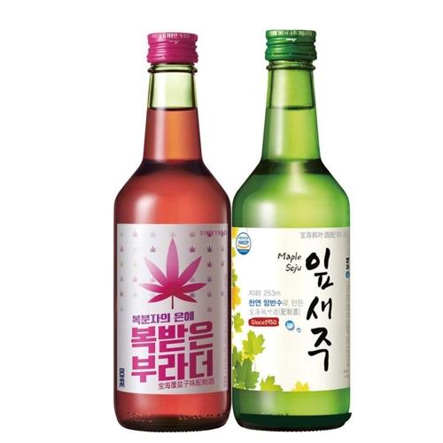 """左为""""覆盆子味配制酒"""",右为""""枫叶烧酒""""。(宝海酿造提供)"""