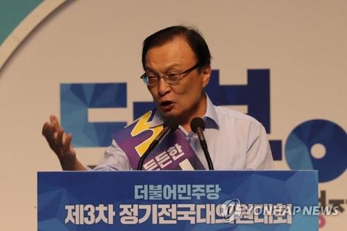 8月25日,在韩国执政党共同民主党举行的大会上,李海瓒作发言。当天,李海瓒当选民主党新任党首。(韩联社)