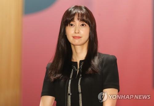 9月4日,在首尔大韩商工会议所国际会议场,李奈映出席釜山国际电影节记者会。(韩联社)
