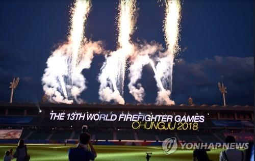 第十三届世界消防竞技大赛开幕式烟花表演现场照(忠北道政府供图)