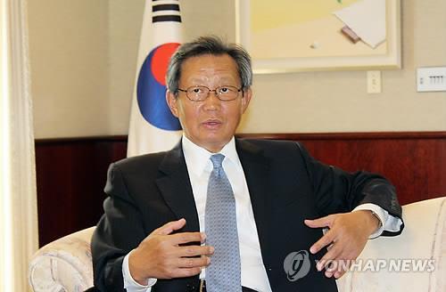 资料图片:韩国前驻美大使崔英镇(韩联社)