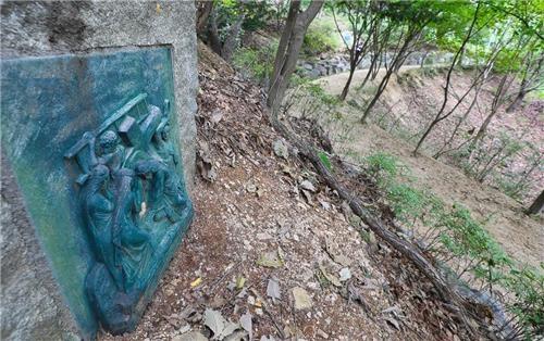 丹内圣地十字架散步路(韩联社记者成演在)