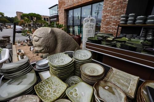 结合展示和咖啡厅功能的复合空间(韩联社记者成演在)