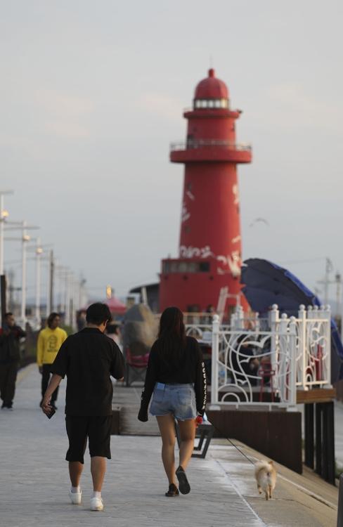 乌耳岛地标红色灯塔(韩联社记者成演在摄)