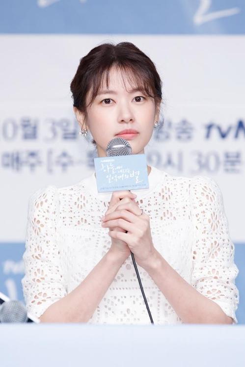 9月28日下午,在首尔永登浦,演员郑素敏出席tvN新剧《从天而降的一亿颗星星》的发布会。(tvN提供)