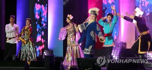 资料图片:2017阿里郎多元文化节开幕式(韩联社)