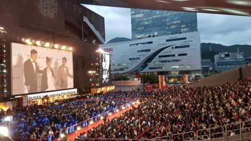 第23届釜山国际电影节红毯现场(韩联社)