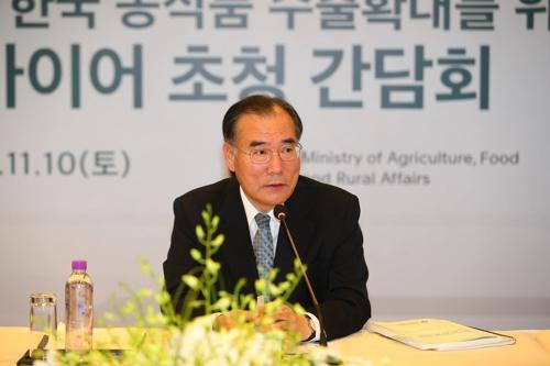 11月10日,在北京,韩国农林部长官李介昊出席座谈会与韩企负责人进行交流。(韩联社/农林畜产食品部供图)