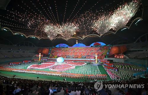 The finale of North Korea's Arirang Mass Games staged in Pyongyang on Sept. 30, 2013. (Yonhap file photo)