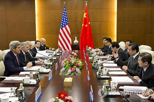 U.S. Secretary of State John Kerry (L) holds talks with his Chinese counterpart Wang Yi (2nd from R) in Beijing on Feb. 14, 2014. (AP-Yonhap)
