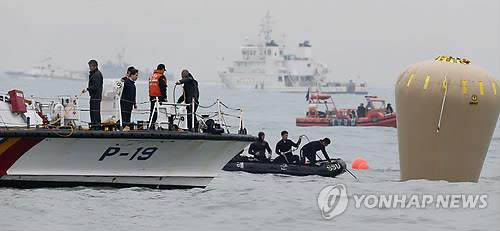 Search-and-rescue operations are under way in waters off South Korea's southwestern town of Jindo on April 18, 2014, to search for hundreds of missing passengers in the ferry Sewol that sank two days earlier. (Yonhap)