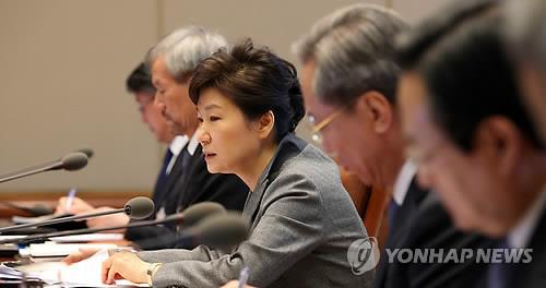 President Park Geun-hye speaks during a meeting with senior secratries on April 21. (Yonhap)