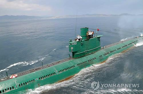 This Rodong Sinmun photo released on June 16, 2014, shows a submarine, which is presumed to be a 1,800-ton Romio-class submarine built in the 1950s. It is the largest submarine the communist North has. North Korean leader Kim Jong-un conducted a drill on board the submarine during his visit to the country's Naval Unit 167, which is stationed on the east coast. (Yonhap)